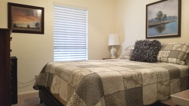 Charming Private Room in Chandler