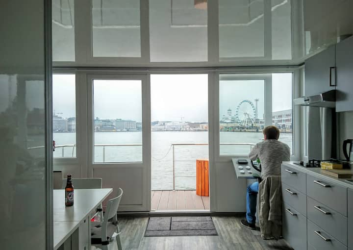 Дом на воде в центре Хельсинки