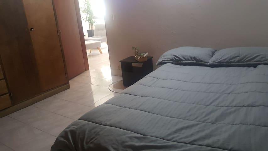 Habitación Rionegro frente aSanNicoláscerca aSOMER