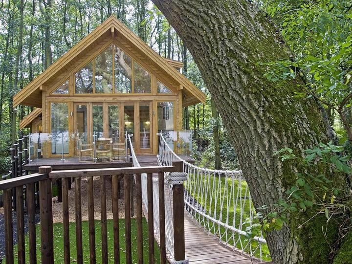 Family room-Shared Bathroom-Lakeside Tree 5 star