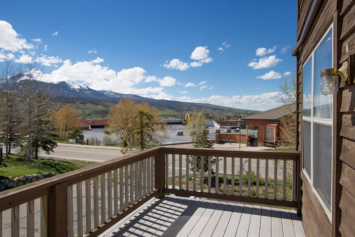 Beautiful Ski Chalet in the heart of Dillon