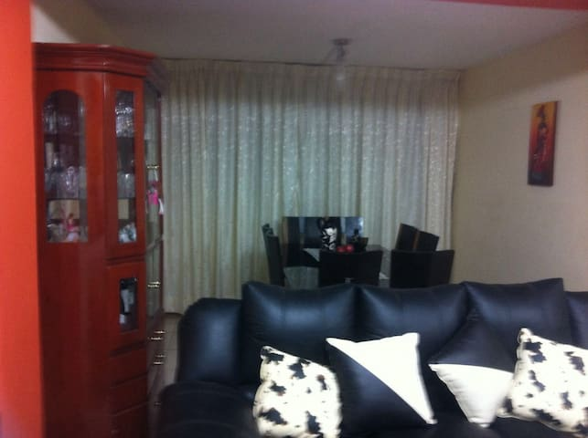 Nice house very near to airport! - Callao - Bed & Breakfast