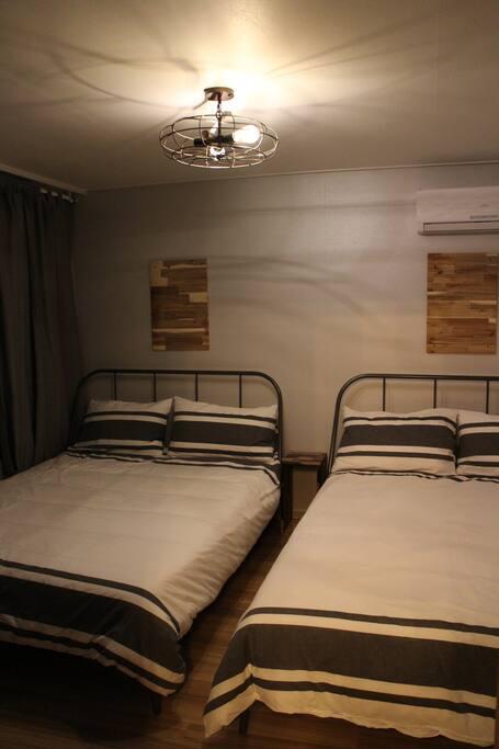 방1 - 퀸침대 2개