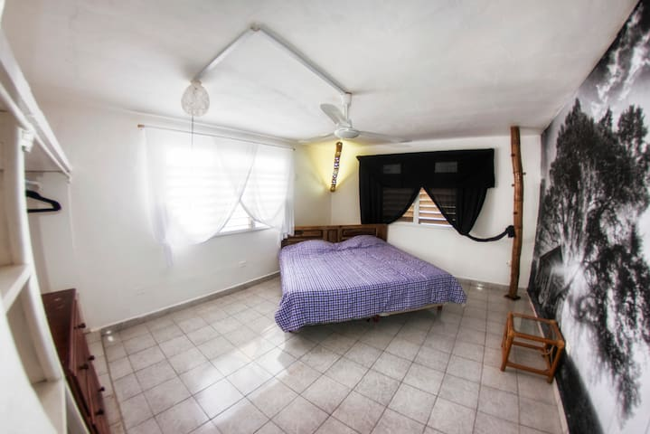 El Lejano Oeste: 1 Bedroom downtown - San Miguel de Cozumel - House
