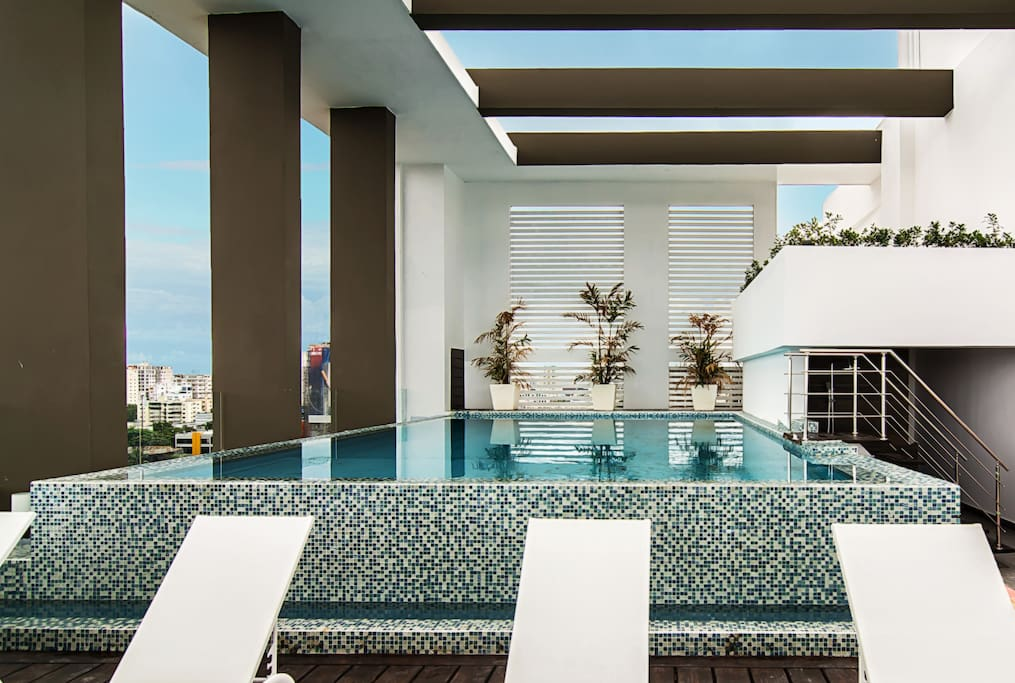 Infinity Pool in the Roof Top