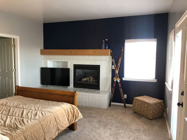 """Main Bedroom. 55"""" Smart TV. Private entrance, a cozy fireplace and a large master bathroom, and closet.  You'll have access to Amazon Prime, HBO, Showtime, Netflix, Hulu and Disney+!!"""