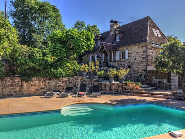 Renovated Farmhouse - Stunning Views & Pool