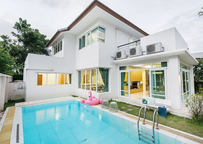 AnB Beach front Poolvilla Pattaya 4BR