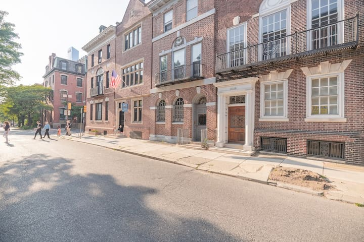 Private Apt in Center City by Rittenhouse Square!!