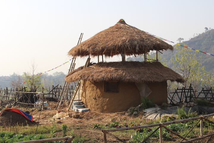 The round-house is now ready. We will work on a cozy interior soon after the monsoon :-)...