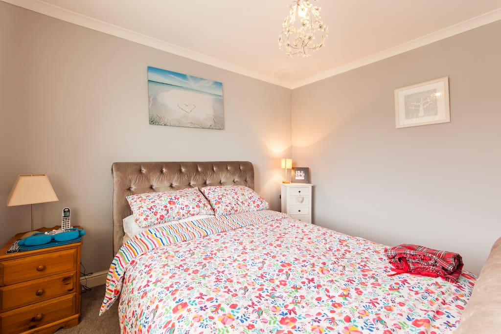 Kingsize bed with ensuite