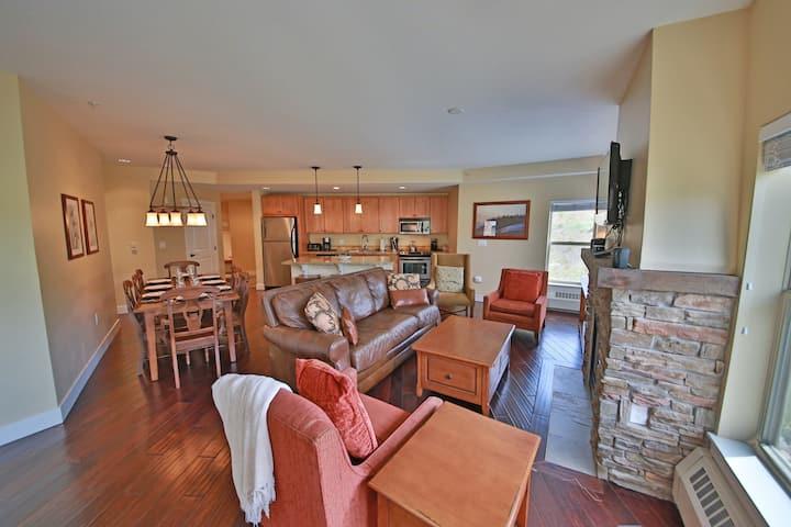 Wonderful Mountain View Home w/Free WiFi, Shared Outdoor Heated Pool & Hot Tub