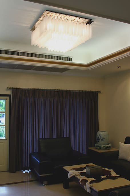 2/19 Common living room with TV and high speed WIFI