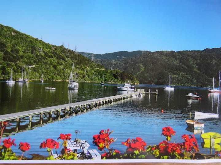 """Waterfront Bed and Breakfast The """"Boatshed"""" Picton"""
