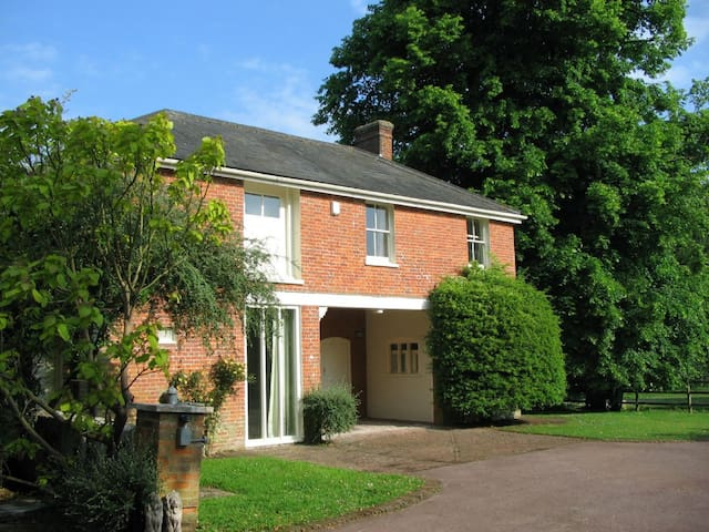 Bicknor Park Cottage - Hucking