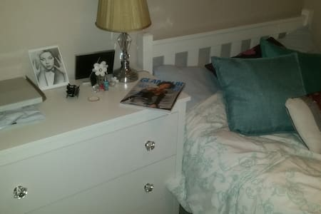 Nice, tidy and clean double room in home - Cheshunt - 獨棟