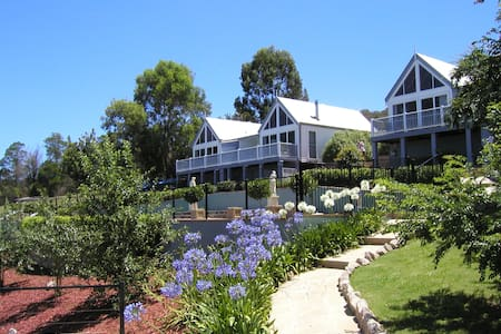 Romantic Chalet Great Views & Gateway to Blue Mts - Kurrajong Hills