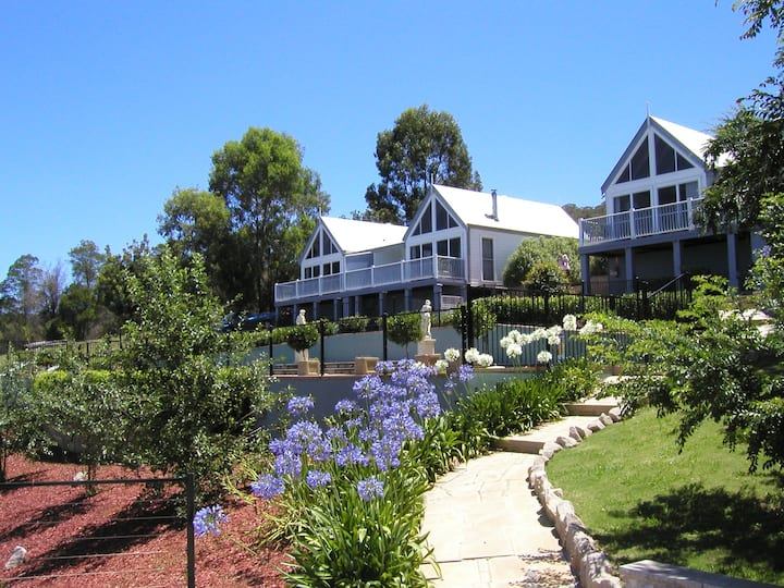 Romantic Chalet Great Views & Gateway to Blue Mts