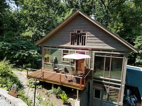 Jewel Vinsota Artist's Guesthouse