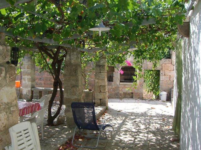 SALENTO - TRICASE Marina Serra, alloggio in villa.