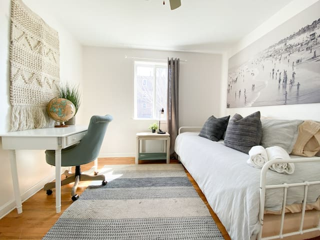 BEDROOM THREE (2 TWIN TRUNDLE)