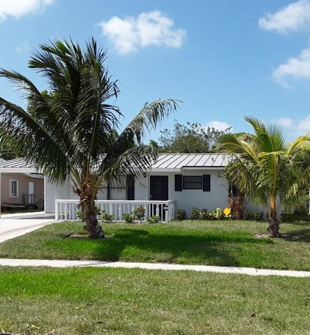 Enjoy Florida from this Central Located 3/1 House