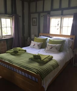 Double Room & Private Bathroom nr Stansted Airport - Pleshey - Bed & Breakfast