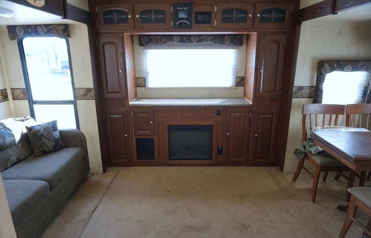 Private Camper on 23 acres/Near Speedway & Legends