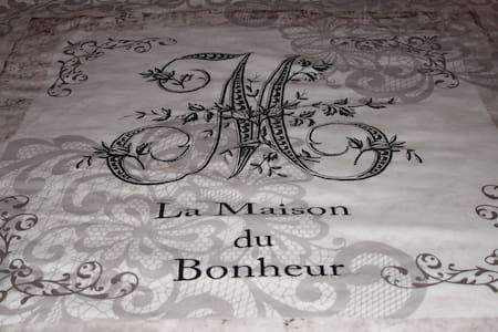 B&B in Dordogne in a familial house - Anlhiac - Bed & Breakfast