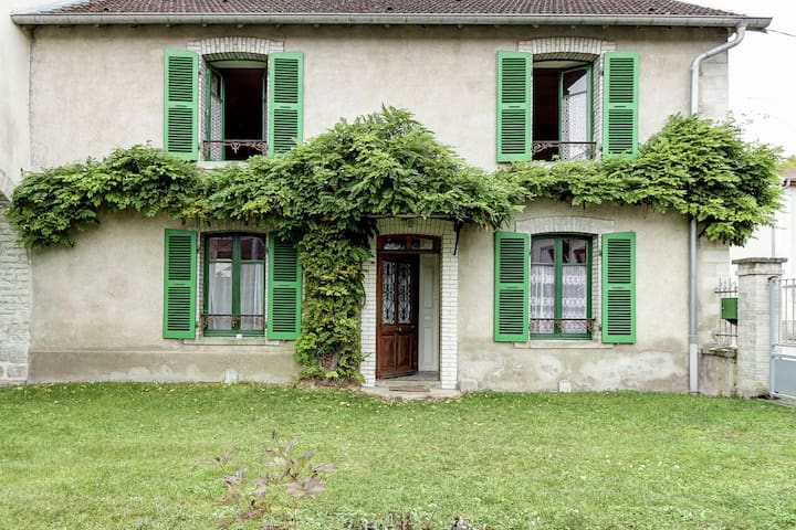 Traditional house,Fishing,walking,30km from Vesoul