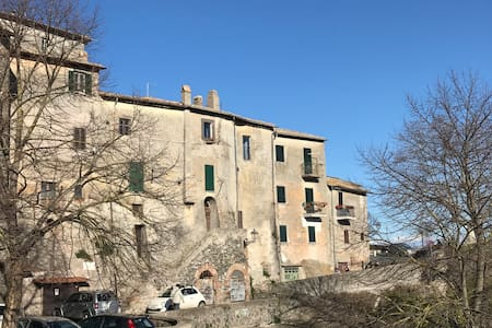 Romantic and Panoramic House under the Castle - Bracciano - Dům