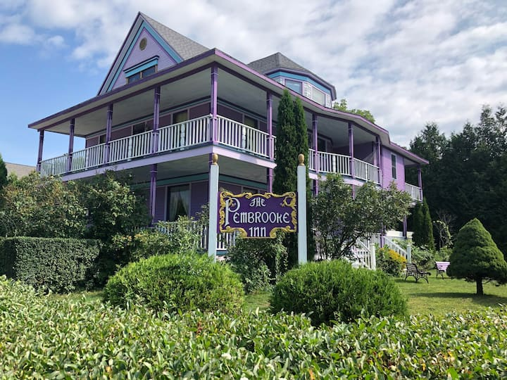 Victorian Mansion open for B&B  in Sturgeon Bay
