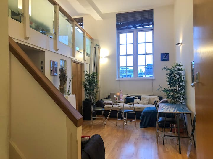 Cozy Loft near the City and Canary Wharf!