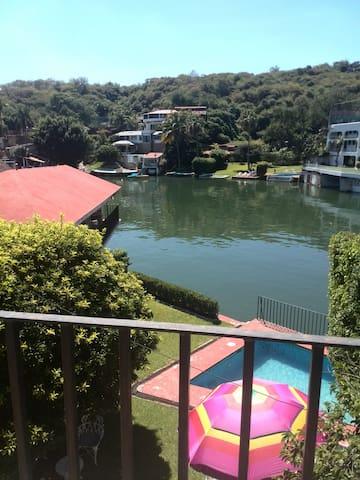 Casa Familiar Teques a orilla del Lago - Tequesquitengo - Casa