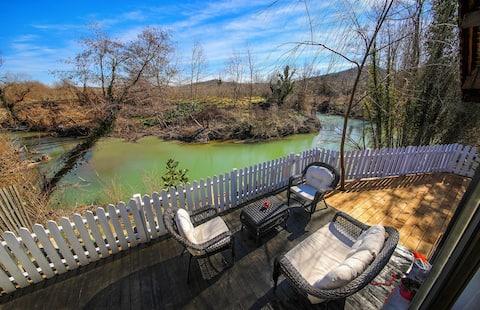 Ağva'da Nehir Kenarın'da Ahşap Dubleks Villa