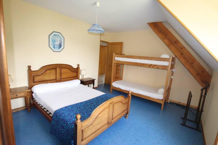 Chambre 3 1 lit 140 et un Lit Supperposé