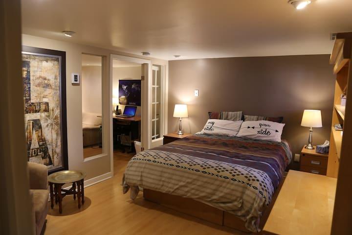 Très chouette Studio avec chambre, salon, cuisine