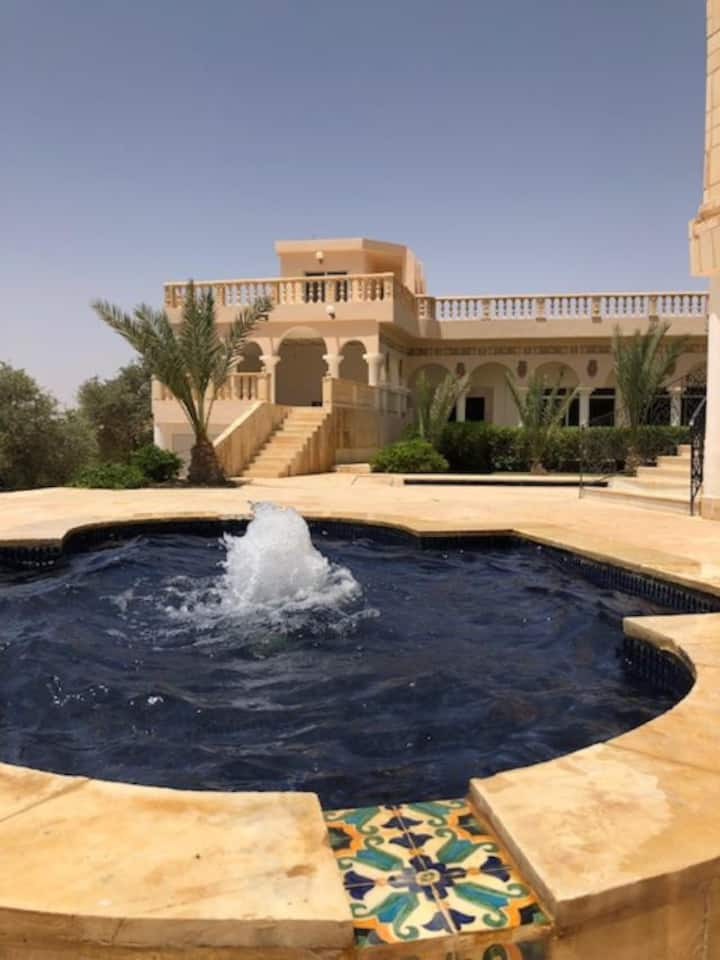 Azraq Oasis Villa & Pool (Queen bed with balcony)