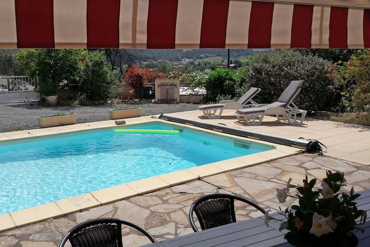 Child and dog friendly villa with private pool, airco located near centre