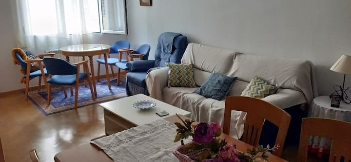 Céntrico y confortable piso amplio, desinfectado.