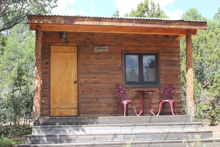 Jolly Llamas Getaway - Love Cabin - Sommerhus/hytte
