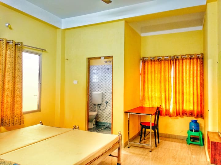 6) Ushashee--for 4 guests 2 rooms 4 single beds