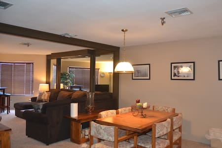Ski-in and Ski-out Condo at Seven Springs Resort - Somerset County - Wohnung