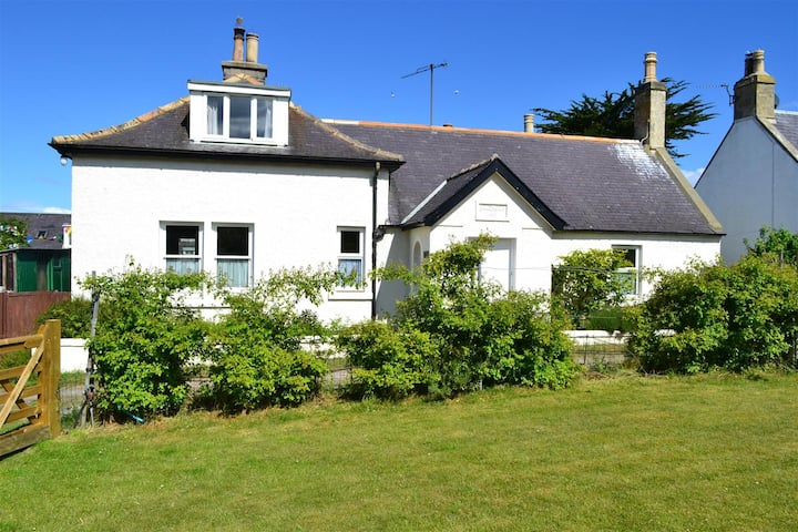 Braemoray - 4 bedroom house with large garden