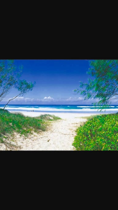 10 mins walk to Idyllic beach