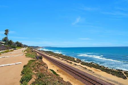 Modern Del Mar Beach Condo June & July - Del Mar - 아파트
