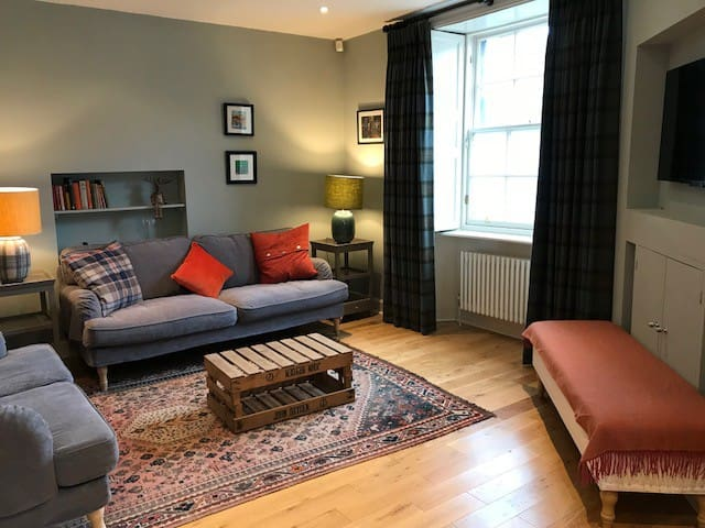 Prime location - stylish private New Town flat