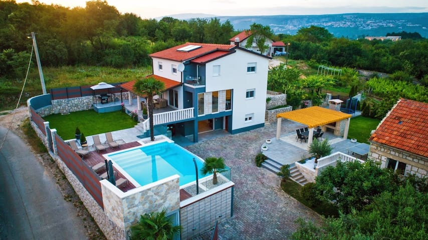ctim228/ Modern villa with private pool in Imotski- Makarska, AC, wi-fi, up to 10 persons(8 adults + 2 children)