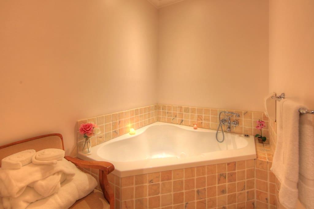 Bridal Suite Bathtub