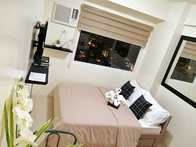 Promo* New Studio-E at EDSA near MRT & SM Megamall